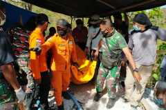 Tim SAR evakuasi empat penambang emas meninggal dalam satu lubang